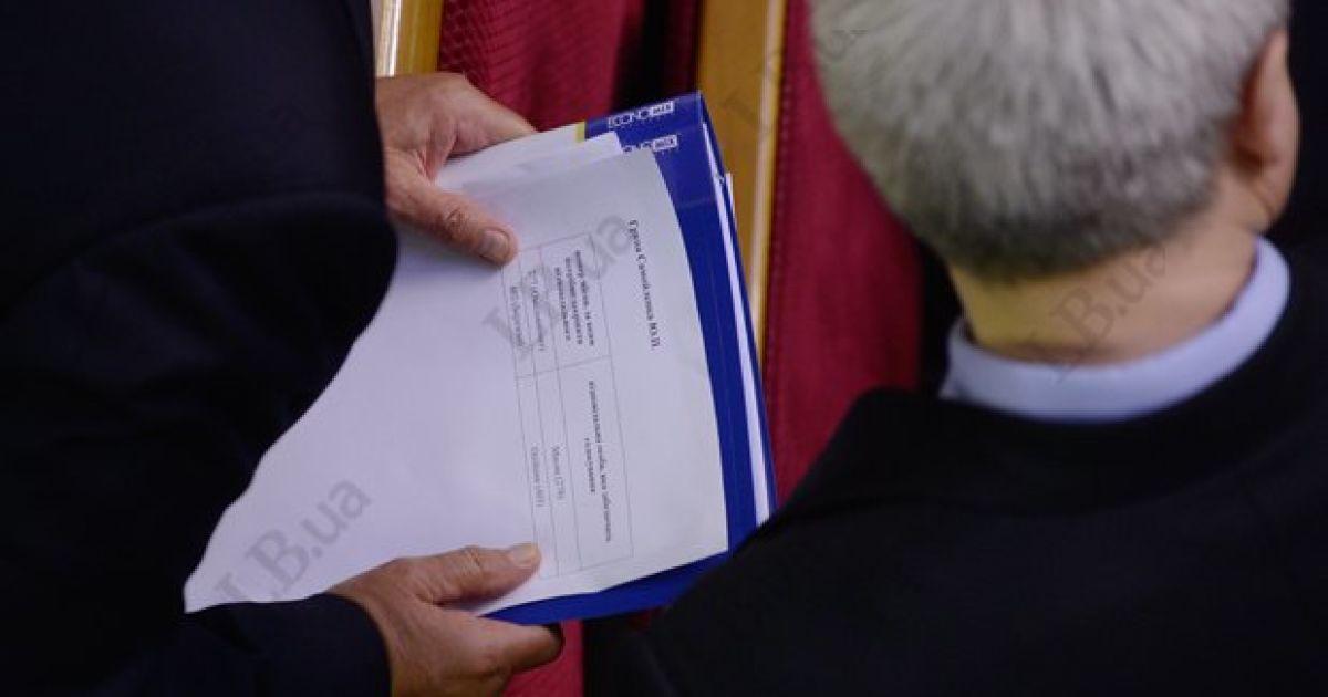 Регіоналів зобов'язали голосувати за відсутніх колег @ LB.ua