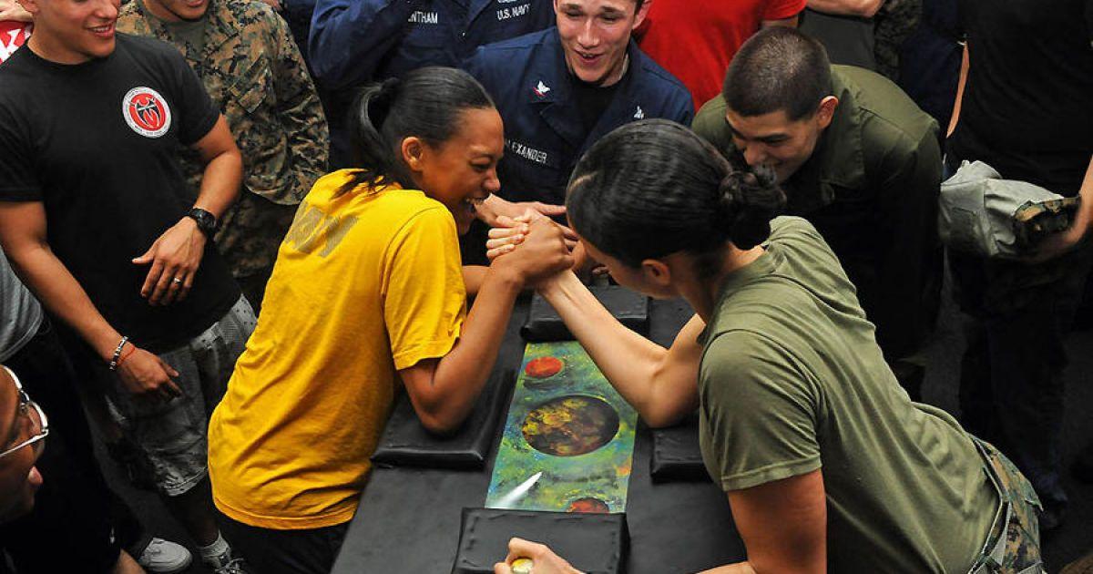 Женщины в армии @ The Age