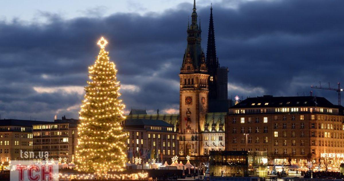 привлекает фото рождественской немецкой елки они были