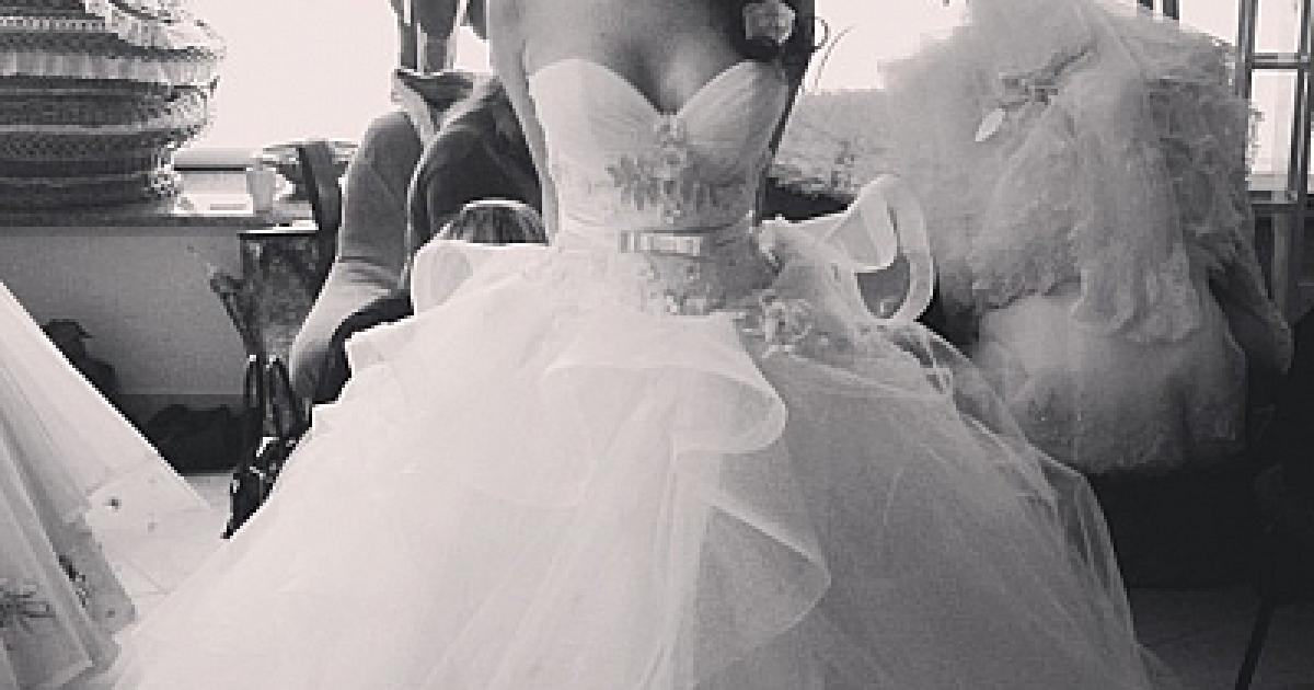 Невеста примеряет свадебное платье эро видео, приморский край находка проститутка