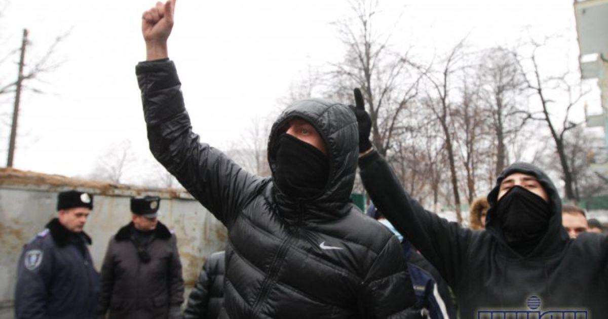 Кияни в чергове «вибили» рейдерів з Десятинного провулка @ УНІАН