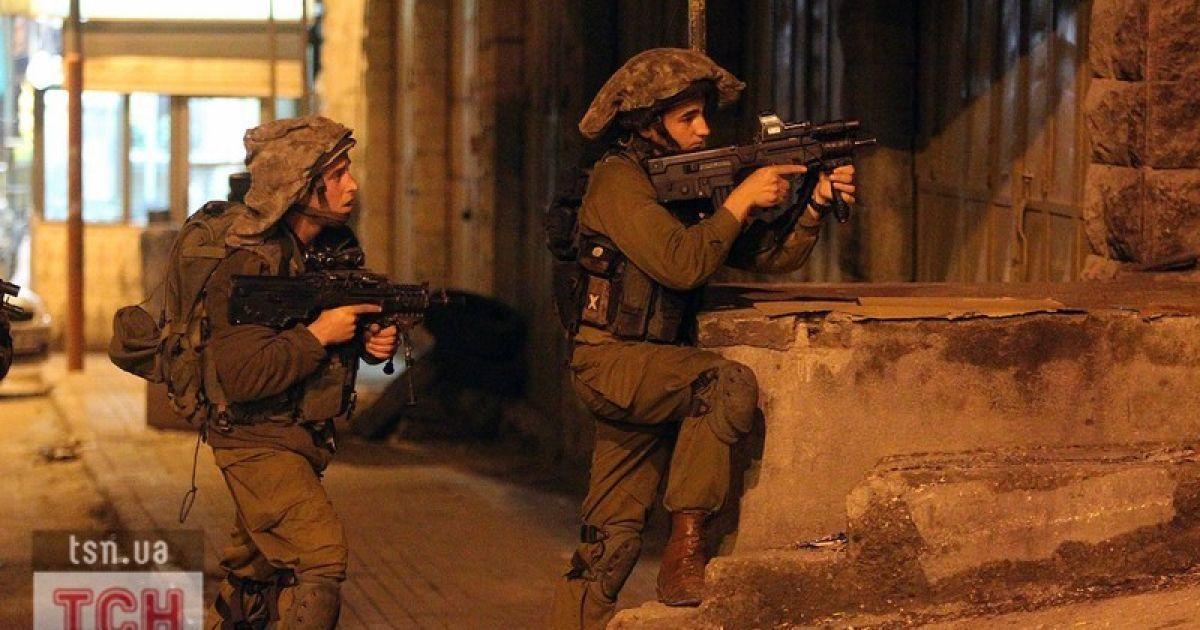 Израиль открыл огонь по палестинцам возле Газы: десятки раненых