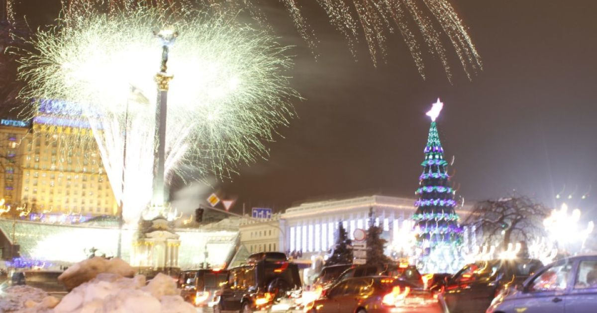 На Майдане зажглась главная елка-2013 @ tvc.ru