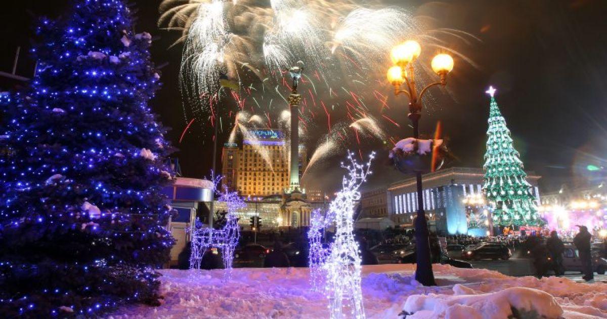 На Майдане зажглась главная елка-2013 @ УНИАН