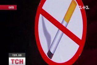 """Депутати вже вигадують нові закони про паління, щоб не """"бігати на мороз"""""""