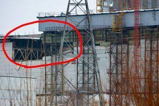 Французи евакуювали з Чорнобиля будівельників після обвалення даху на АЕС