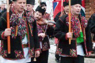 Гуцули спустилися з карпатських гір, щоб заграти заупокійну Леніну біля стін Кремля