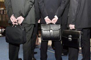 """Екс-чиновникам скасували виплати """"за сумлінну працю"""", а також неймовірну кількість пільг"""