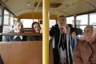 """Чернігівські пенсіонерки підірвали YouTube піснею про """"лісапед"""" (ВІДЕО)"""