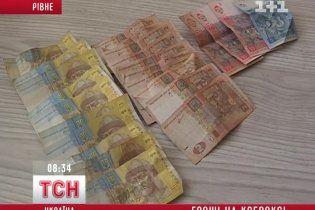 На Рівненщині спритний юнак розплачувався ксероксами грошей