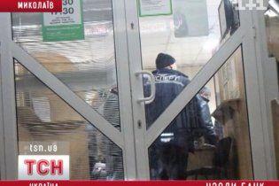 Грабители устроили стрельбу в банке Николаева