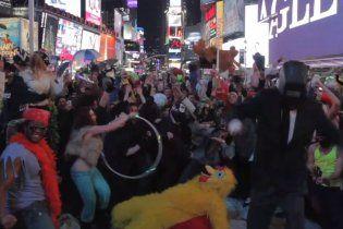 На Тайм Сквер станцевали самый масштабный Harlem Shake (видео)