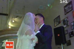 На скромному весіллі Розинської з Мельниченком годували салом і олів'є