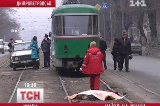 Особу порізаної дніпропетровським трамваєм жінки досі не встановлено