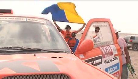 Sixt Ukraine зустрічають з українським прапором на Дакарі
