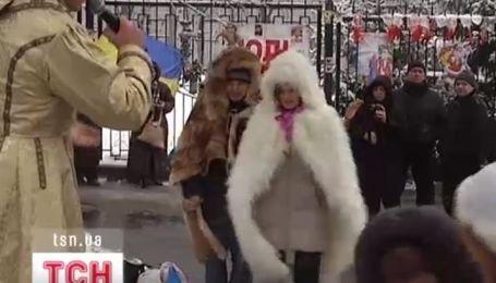 В Харькове сторонники БЮТ решили поздравить с Рождеством Юлию Тимошенко