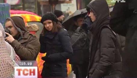 Автівки у светрах і шестиметрова в'язана шапка з'явилися на Хрещатику