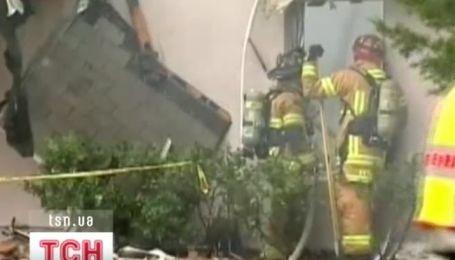 У США легкомоторний літак упав на житловий будинок