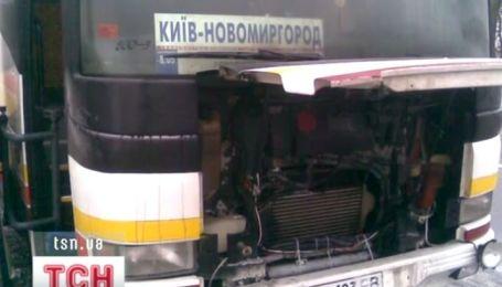 """На Киевщине пассажиры автобуса """"Киев-Новомиргород"""" едва не сгорели заживо"""
