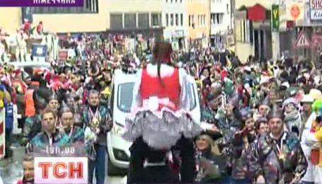 Феерическое костюмированный праздник стартувалов Кельне