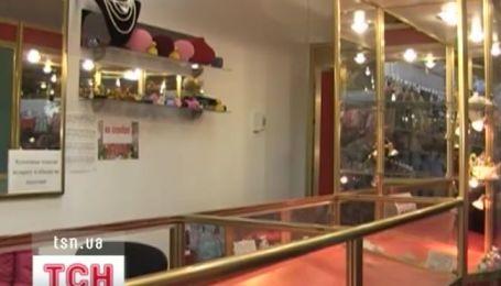 Двоє в лижних масках та рукавичках напали на ювелірну крамницю