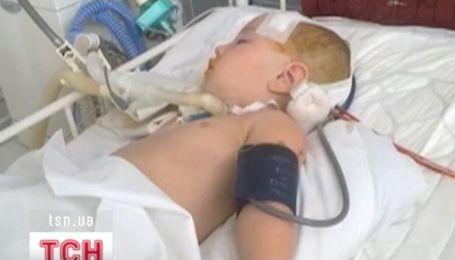 Ребенок, который упал с эскалатора в Херсоне, до сих пор в тяжелом состоянии