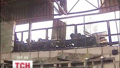 У Києві дві години горіла пилорама