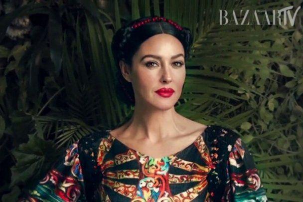 """Спокуслива Моніка Белуччі стала """"українкою"""" на сторінках Harper's bazaar"""