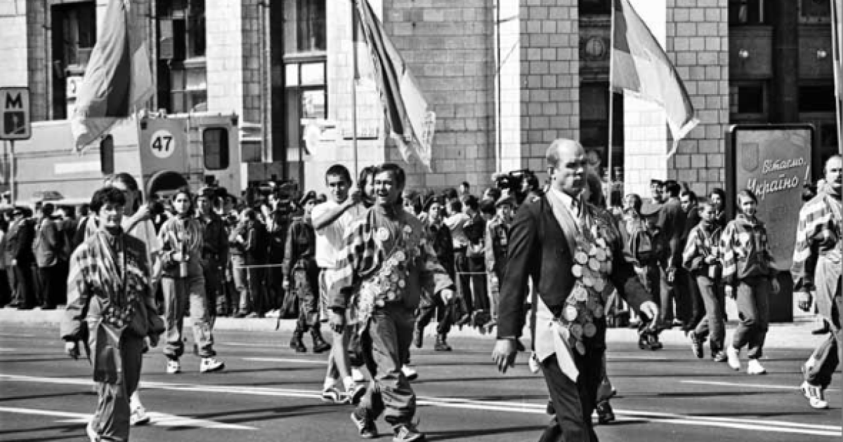 Парад спортсменов на Крещатике во время празднования 7-й годовщины  независимости Украины.  Киев, 24 августа 1998 года @ ІнфАгро