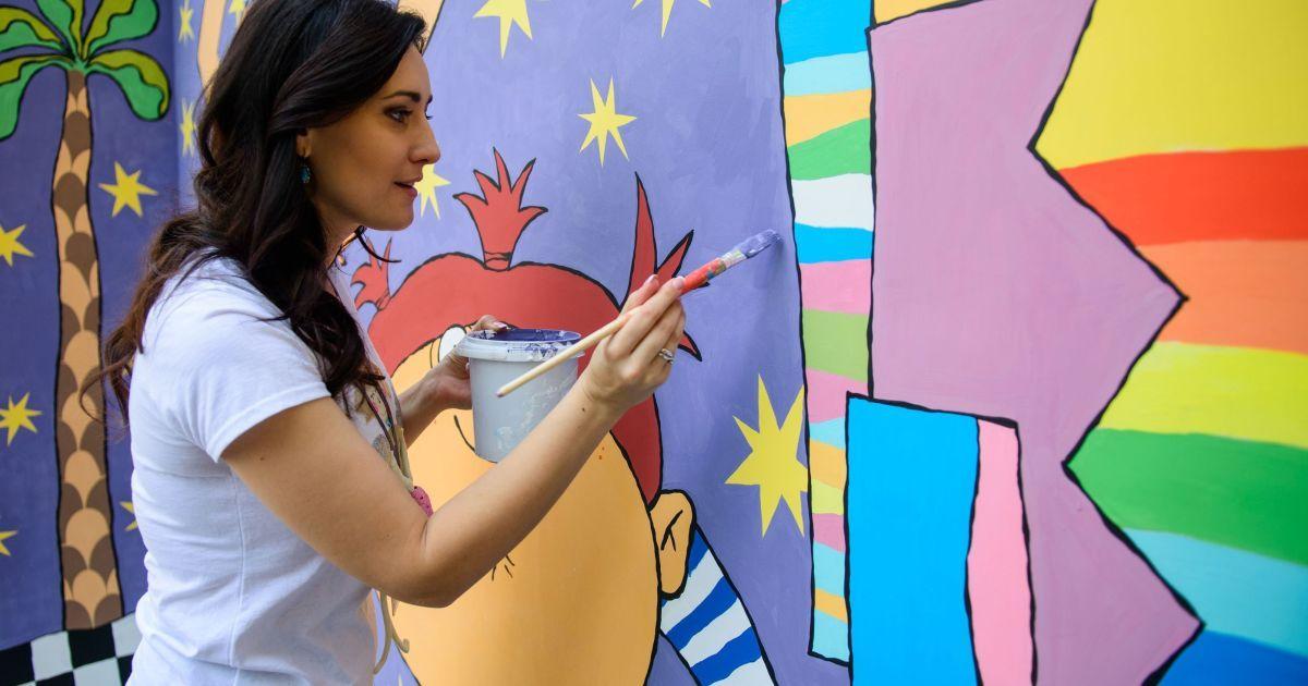 """Вітвицька разом з художниками розмалювала корпус лікарні """"Охматдит"""" @ Прес-служба каналу 1+1"""