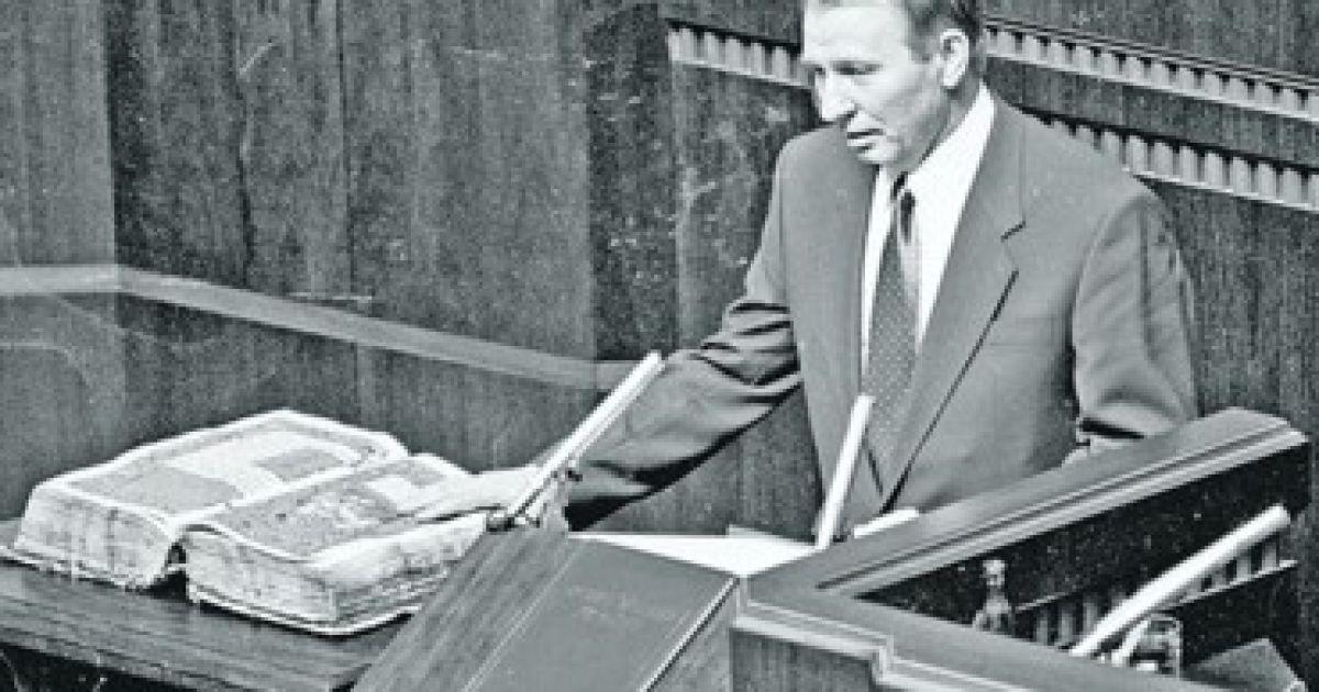 Леонид Кучма присягает на верность народу Украины. Выборы 1994 года на долгие годы определили развитие Украины @ Сегодня