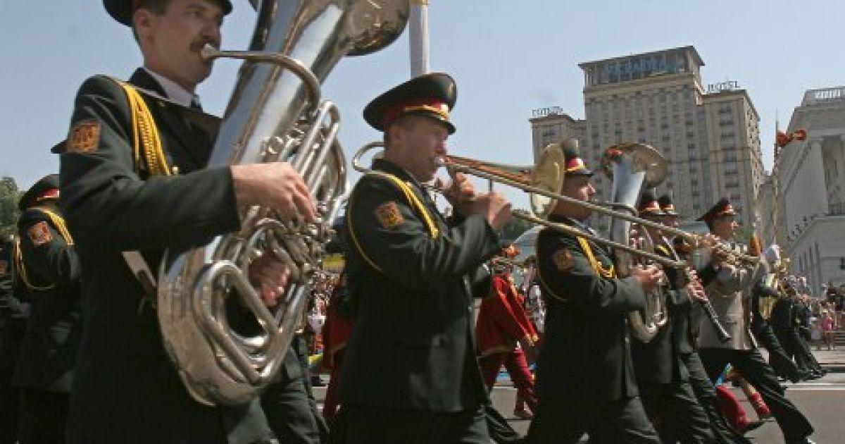 """Рота военного оркестра принимает участие в плац-параде """"Во славу Украины"""" на Крещатике, посвященном 16-й годовщине Независимости Украины в Киеве в пятницу, 24 августа 2007 года @ УНІАН"""