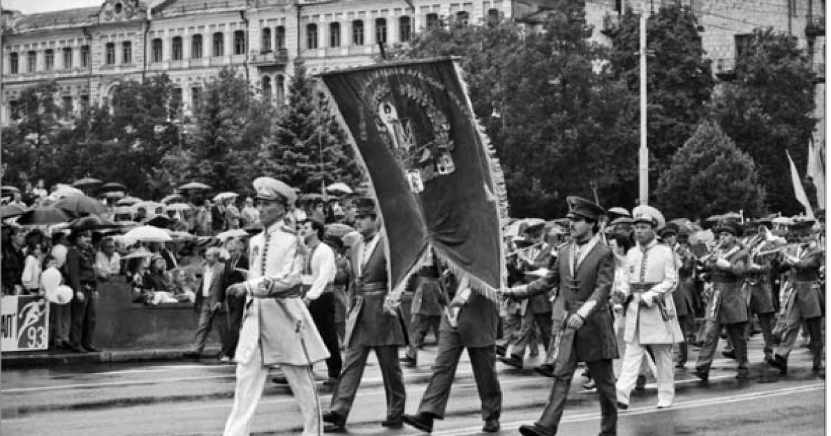 Торжественный марш духовых оркестров на Крещатике во время празднования  День Независимости Украины.  Киев, 24 августа 1993 года @ ІнфАгро
