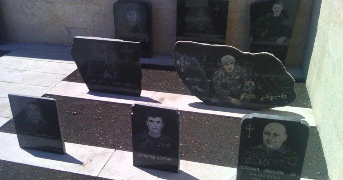 Меморіал 17 загиблим грузинським військовим у селищі Шіндісі @ Наталя Нагорна