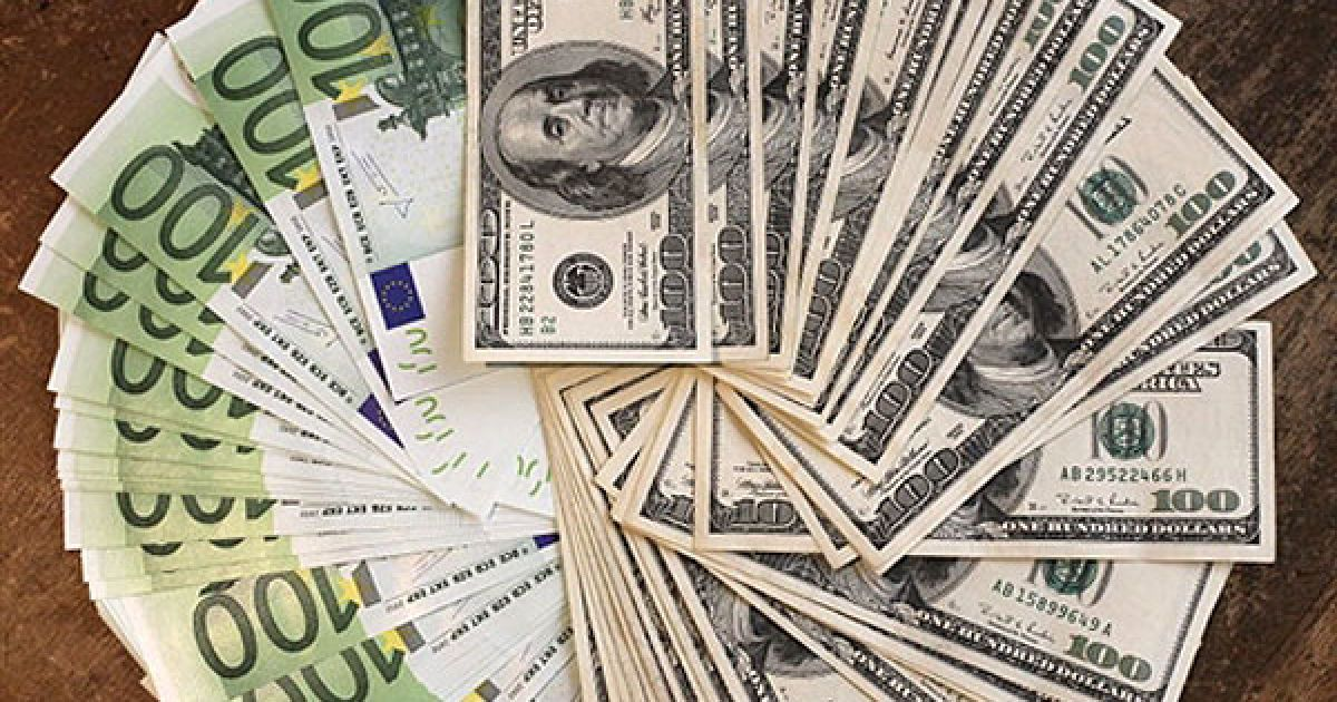На украинском межбанке основная валюта резко подешевела на гривну-полторы