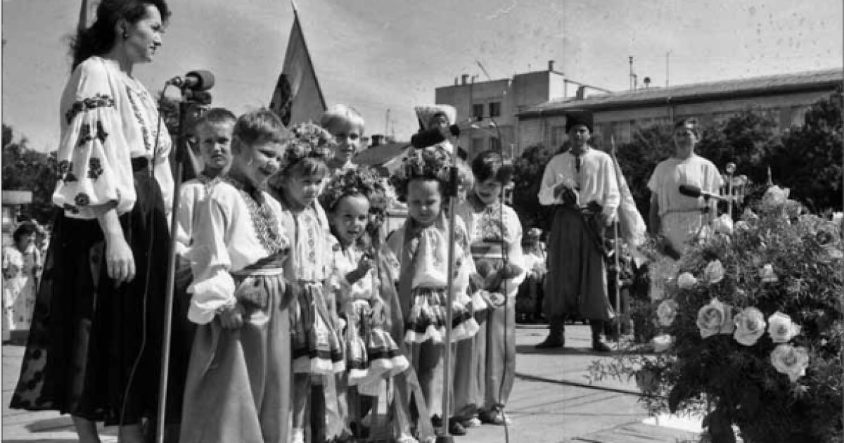 Театрализованный праздник на Майдане Незалежности. Ровно, 24 августа 1995 года @ ІнфАгро