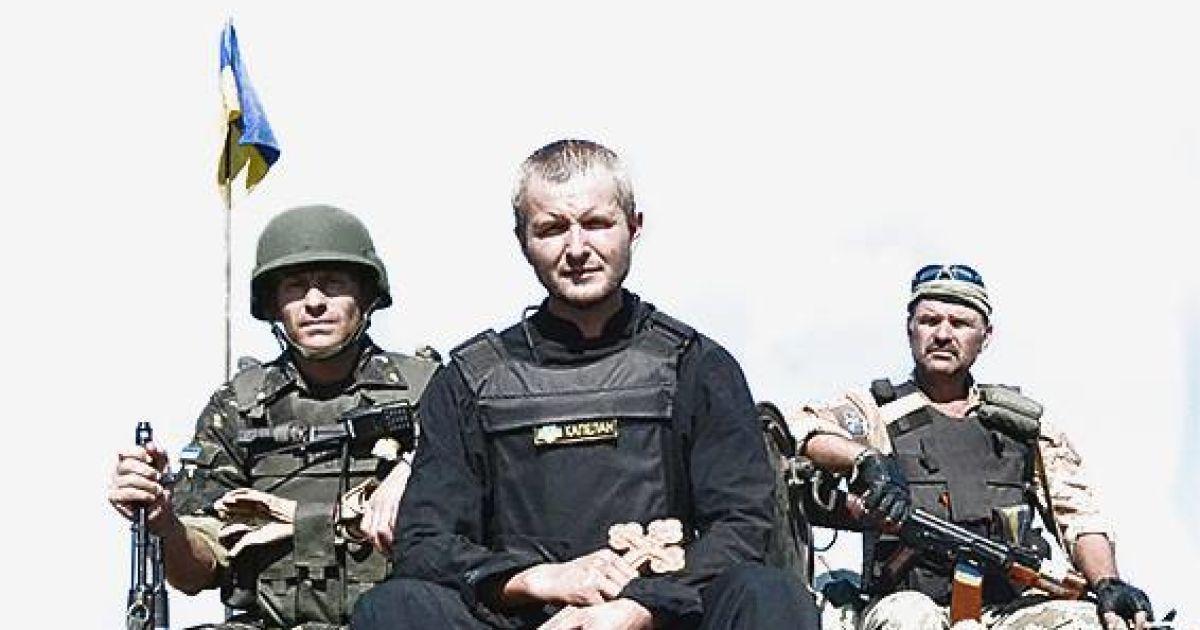 На кожну постері - народне прислів'я, фото із АТО та іронічна характеристика українського народу @ facebook.com/pryymachenko