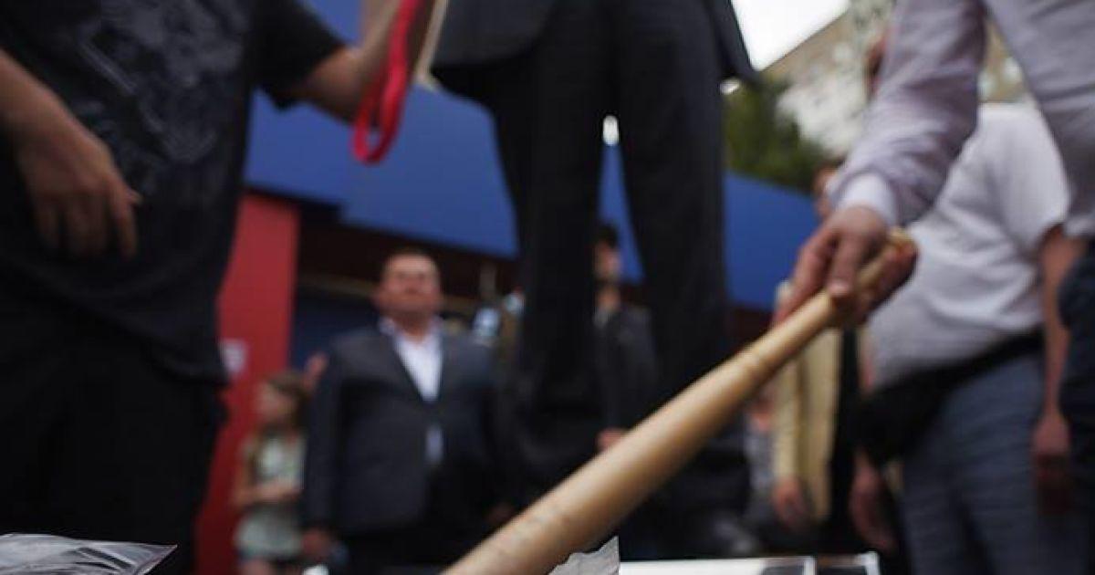 Олег Ляшко і його команда знайшли в незаконному казино на Троєщині в Києві ящик шприців @ novostimira.com