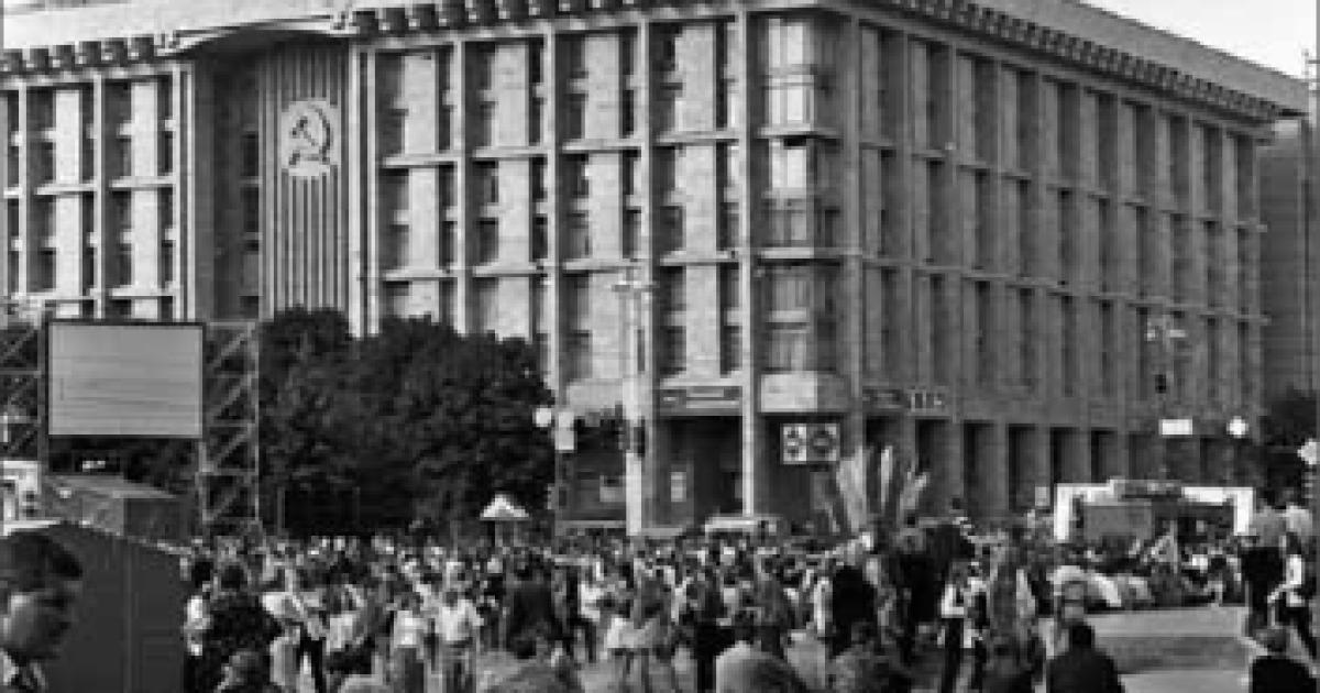 Киевляне на Майдане  Незалежности.  Киев, 24 августа 1999 года @ ІнфАгро
