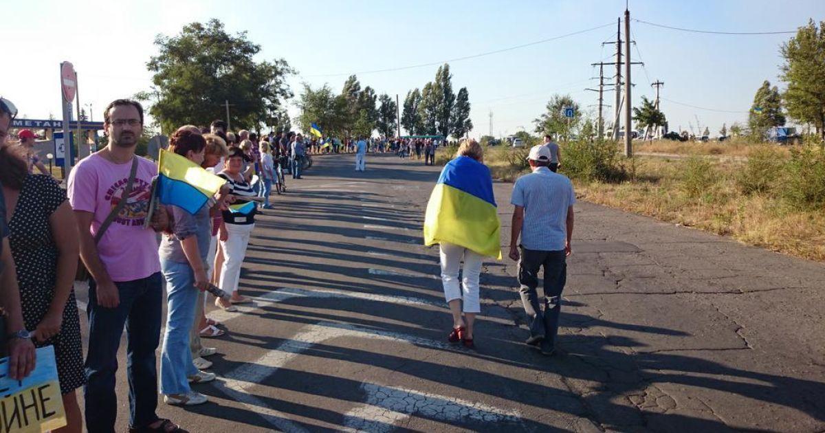Мешканці Маріуполя утворили живий ланцюг @ twitter.com/shelomovskiy