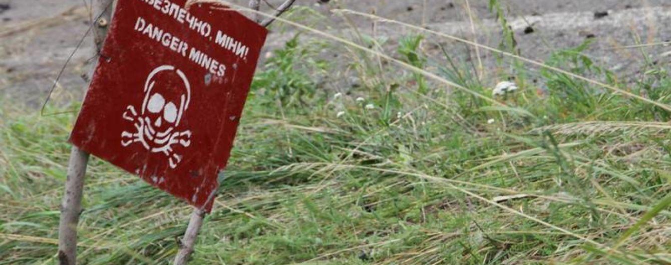 На Донбассе женщина подорвалась на мине, когда пыталась перейти линию фронта
