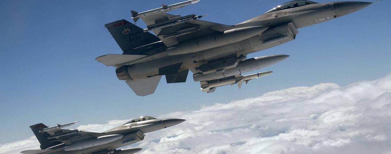 Американский истребитель случайно сбросил бомбу на площадку в Японии
