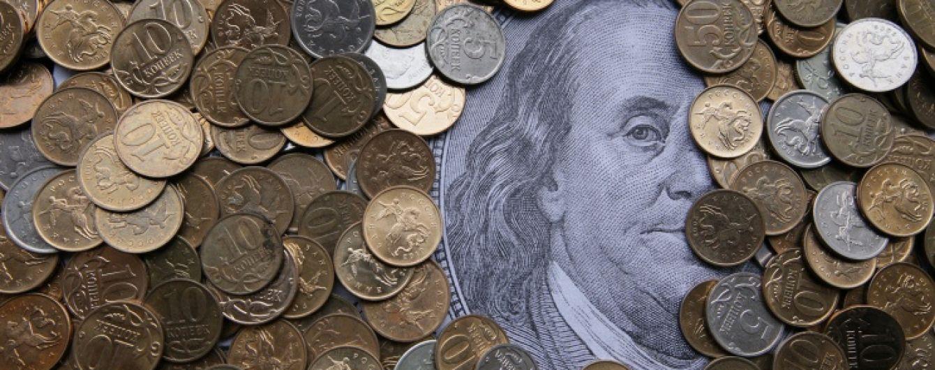 Центробанк России еще сильнее обрушил курс рубля