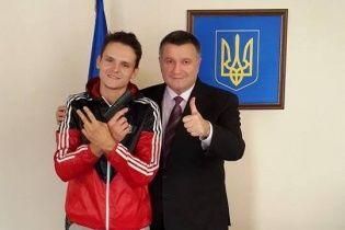 Аваков похвалив руфера Мустанга і нагородив його іменною зброєю