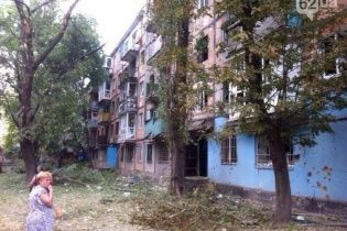 Харцизьк після артобстрілу: у місті зруйновані будинки, а люди сидять у підвалах
