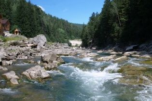 Река Прут - гордость Карпат с чистой водой и водопадами
