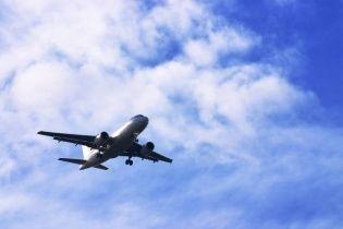 В Китае пассажир самолета во время посадки случайно открыл аварийный люк