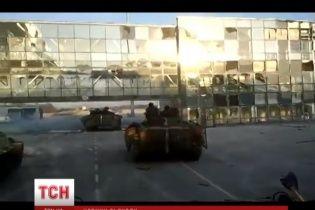После безумного ночного обстрела аэропорта боевики открыли огонь по Донецку