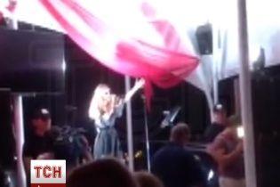 """Співачка Глюкоза приїхала до Одеси """"відриватись попри все"""""""