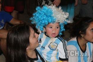 Дітки-вболівальники чемпіонату світу-2014: малюки теж люблять футбол